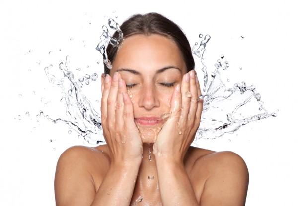 Причины и правильное лечение прыщей под носом