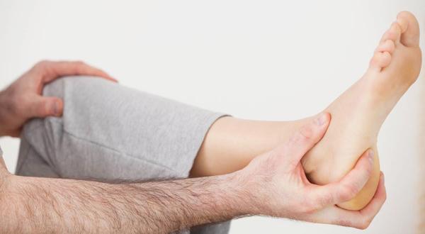 Причины и симптомы пяточной шпоры, как лечить?